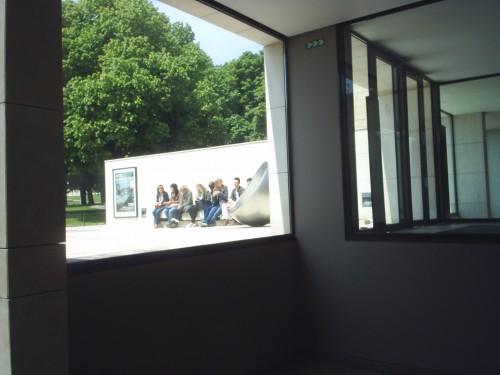 L'entrée du musée, depuis l'intérieur.JPG