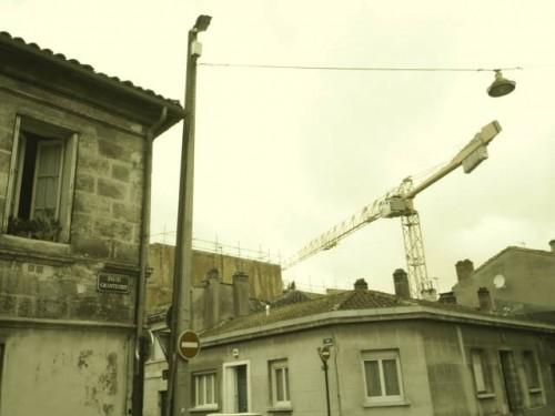 La grue par-dessus le toit.JPG