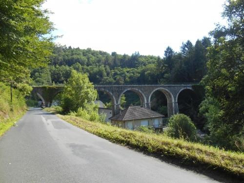 Route et pont.JPG