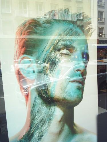 Affiche en vitrine.JPG