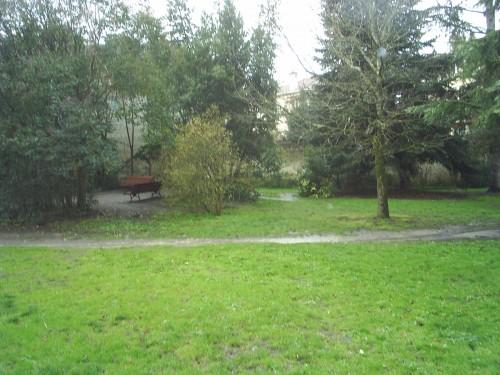 Le jardin public sous la pluie.JPG