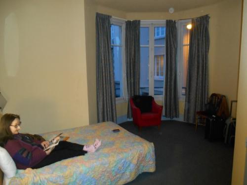 Sur le lit à Moulins (Allier).JPG