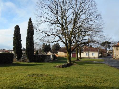 Les arbres et le sanctuaire.JPG