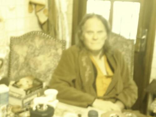 Grand chef indien flou dans sa vieille robe de chambre.JPG