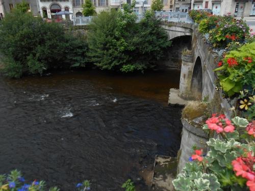 Le pont fleuri ROMN.JPG