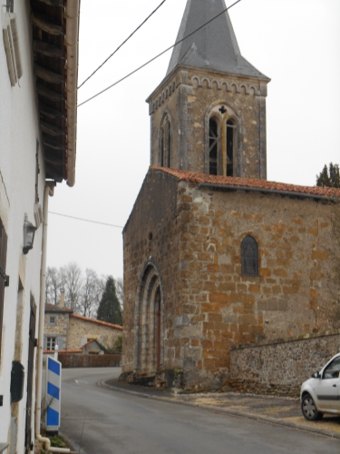 Eglise charentaise.JPG