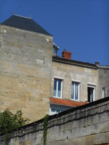 Mur, tour, fenêtres.JPG